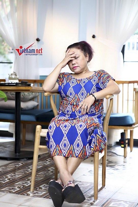 Siu Black nhiều lần đau đầu trong suốt buổi phỏng vấn. Chị chia sẻ mỗi lần gặp áp lực hay không kìm nén được cảm xúc là căn bệnh lại tái phát.