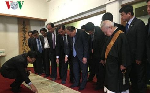 Thủ tướng Nguyễn Xuân Phúc thăm ngôi chùa mang dấu ấn quan hệ Việt-Nhật.