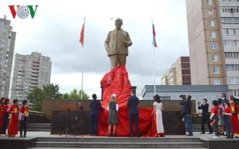 Tượng được lấy từ nguyên mẫu đã được xây dựng ở Quảng trường Hồ Chí Minh, tỉnh Nghệ An.