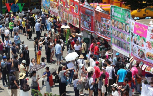 Lễ hội Việt Nam tại Nhật Bản lần thứ 10 thu hút rất đông khách tham quan.