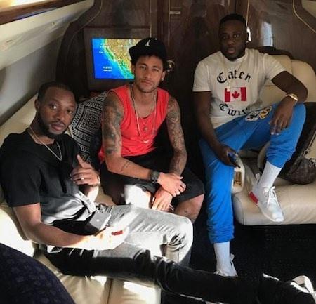 Neymar bay nhảy cùng bạn bè trên chuyên cơ hạng sang
