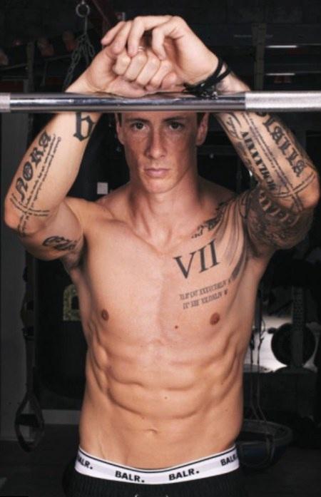 Torres cởi trần khoe thân ấn tượng