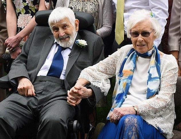 Bà Margaret và ông Bernard lên xe hoa ở độ tuổi gần đất xa trời