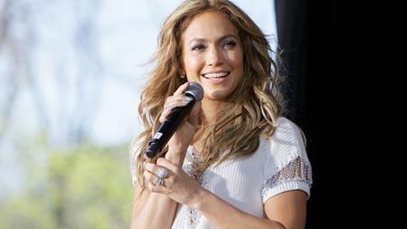 """Jennifer Lopez là một trong những người phụ nữ tài năng, gợi cảm và nổi tiếng nhất tại Hollywood. Tuy nhiên, J.Lo lại từng trải qua ba lần đò và khá lận đận trong chuyện tình cảm. Gần đây, nữ ca sĩ đang hẹn hò với tình trẻ Alex Rodriguez nhưng chàng cầu thủ bóng chày này cũng có lịch sử tình ái khá phức tạp và mới đây còn bị tố đã """"cắm sừng"""" J.Lo."""