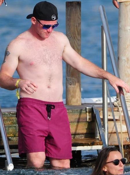 Rooney vui vẻ đi nghỉ mát tại Ibiza