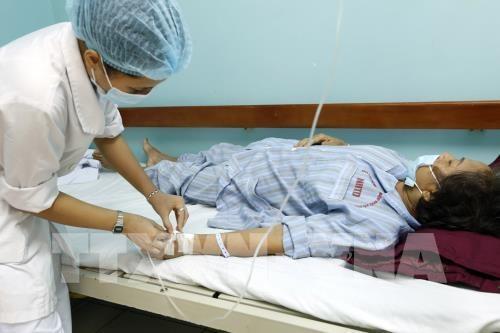 Từ tháng 1 đến 22/6/2017, Bệnh viện Bệnh Nhiệt đới T.Ư (Bộ Y tế) tiếp nhận cấp cứu, điều trị 453 ca SXH. Ảnh: Dương Ngọc – TTXVN.