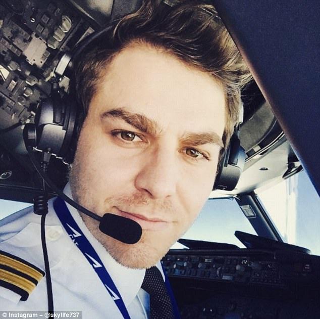 Khoảnh khắc selfie của phi công hút cả triệu like trên mạng xã hội - 2