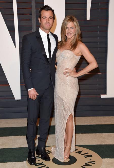 """Sau một lần hôn nhân đổ vỡ với Brad Pitt, Jennifer Aniston cuối cùng đã tìm thấy hạnh phúc mới bên Justin Theroux. Tuy vậy, phải đợi tới tháng 8/2015, nữ diễn viên phim """"Friends"""" mới hạ quyết tâm lấy chồng ở tuổi 46."""