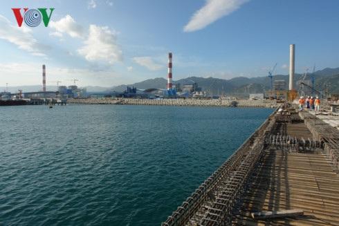Theo Bí thư Tỉnh ủy Bình Thuận, không thể chuyển vật chất nạo vét dưới biển với khối lượng lớn đổ lên bờ.