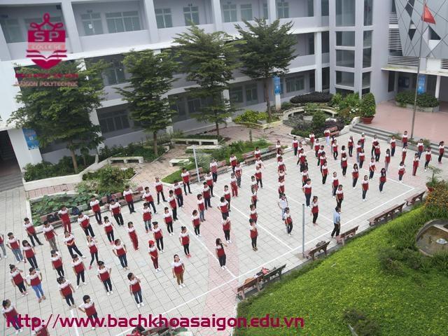 Giờ học thể dục thể chất của các sinh viên khỏe mạnh SPC www.bachkhoasaigon.edu.vn