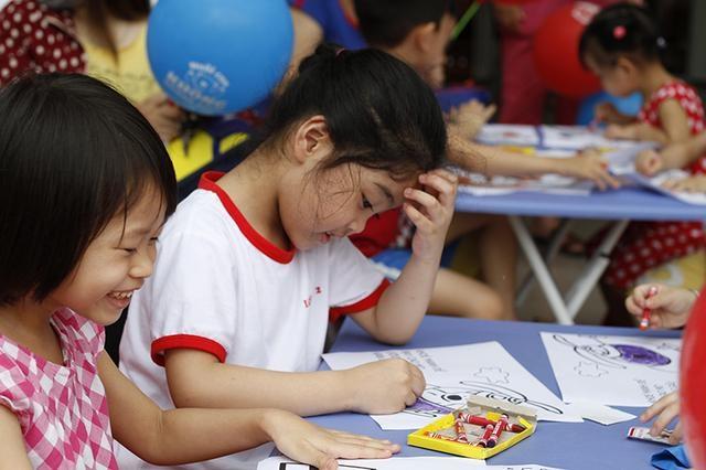Sĩ số lớp đông, thời lượng tiết dạy ngắn, nhiều giáo viên tâm sự rất vất vả nếu trẻ không biết chữ trước (ảnh minh họa)