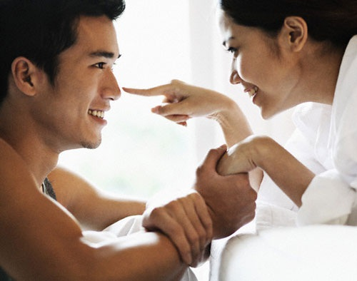Những người vợ đừng ôm đồm mọi việc, hãy chia sẻ với chồng. Ảnh minh họa.