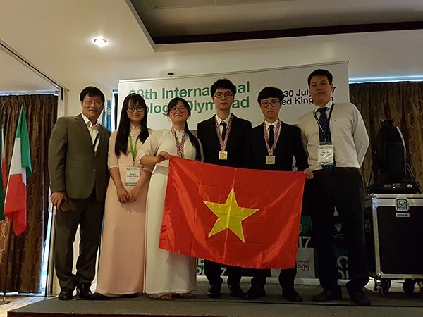 Đội tuyển học sinh Việt Nam tham dự Olympic Sinh học quốc tế năm 2017lần thứ 28 được tổ chức ở London, Vương Quốc Anh