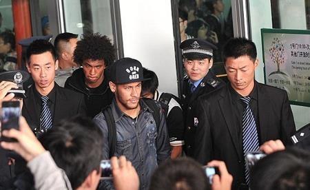 Neymar vừa bay sang Trung Quốc