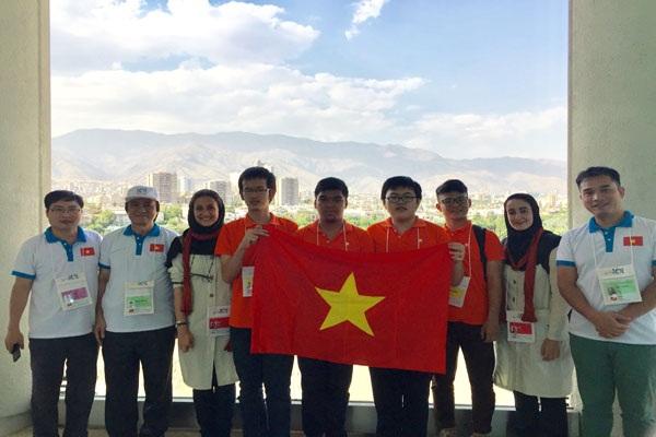 Việt Nam đoạt Huy chương Vàng Olympic Tin học quốc tế - 1