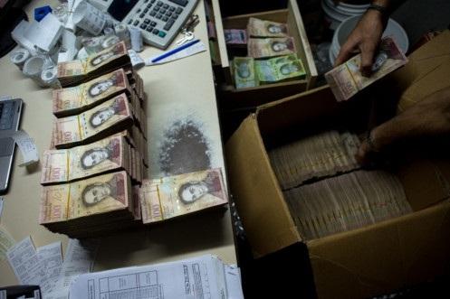 Đồng bolivar càng mất giá khi lạm phát nước này ngày càng cao. (Nguồn: WorldPress.com)