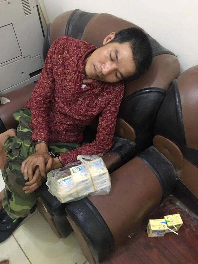 Hai đối tượng Kha Văn Nàng và Trịnh Văn Quỳnh bị công an huyện Con Cuông bắt giữ.
