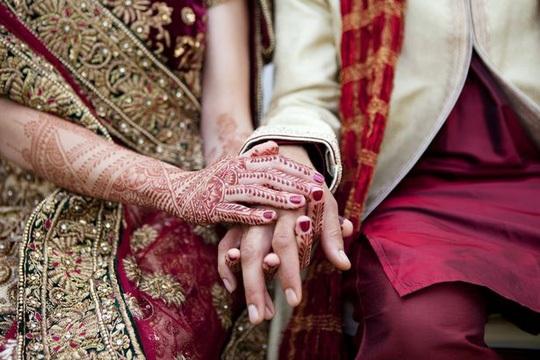 Bạn nên chọn những hình xăm sáng màu vì henna thật có màu gốc là nâu cam - ảnh: MIRROR