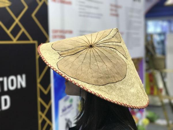 Thời trang xơ mướp gây ấn tượng tại hội chợ quốc tế