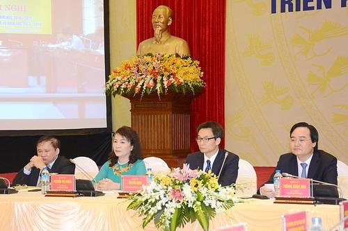 Phó Thủ tướng Vũ Đức Đam và Bộ trưởng Bộ GD&ĐT Phùng Xuân Nhạ chủ trì Hội nghị tại đầu cầu Hà Nội.