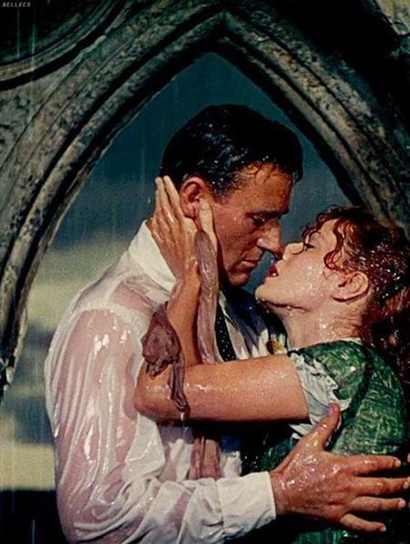 """""""The quiet man"""" đã ra mắt từ năm 1952 nhưng nụ hôn dưới mưa của hai ngôi sao John Wayne và Maureen OHara đến giờ vẫn chưa hề phai mờ trong tâm trí người xem"""