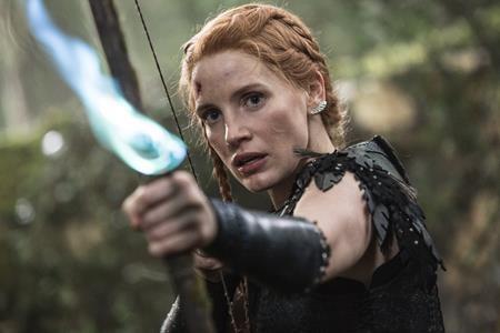 """Jessica Chastain đã có cơ hội tham gia hàng loạt dự án phim chất lượng như """"Interstellar,"""" """"The martian"""" hay """"Crimson peak"""". Tuy nhiên, """"The Huntsman: Winter's war"""" lại là một bước thụt lùi đáng quên của nữ diễn viên này."""