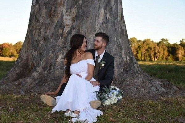 Melanie và Joseph đã có một đám cưới độc đáo tại nông trại nhà mình