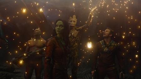 """Bộ phim """"Guardians of the Galaxy"""" của đạo diễn James Gunn đã có một đoạn kết tương đối hạnh phúc khi các nhân vật nhảy nhót trên nền nhạc """"Aint no mountain high enough"""" và chuẩn bị cho một cuộc phiêu lưu mới. Anh chàng Peter Quill, sau khi bị bắt cóc từ nhỏ, cuối cùng cũng đã tìm được một gia đình mới."""