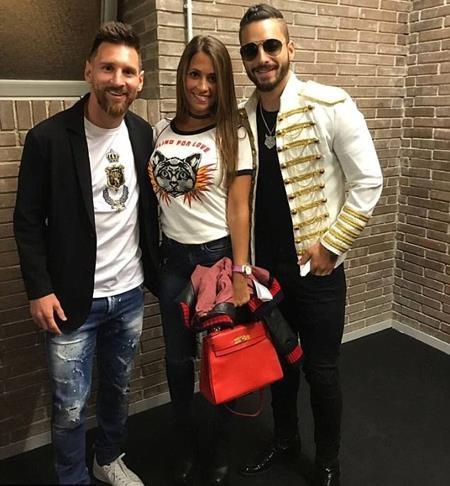 Vợ chồng Messi vui vẻ đi xem ca nhạc