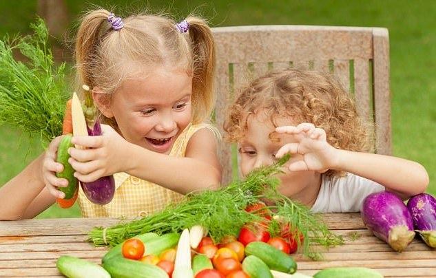 Hãy đưa trẻ đi chợ nếu muốn con ăn nhiều rau - 1