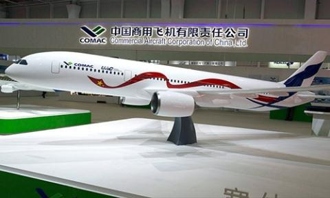Mô hình mẫu máy bay kết hợp của Nga và Trung Quốc.