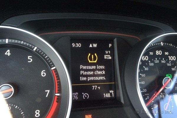 Đèn cảnh báo áp suất lốp trên bảng đồng hồ