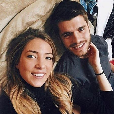 Morata lúc nào cũng quấn quýt bên cô vợ quyến rũ