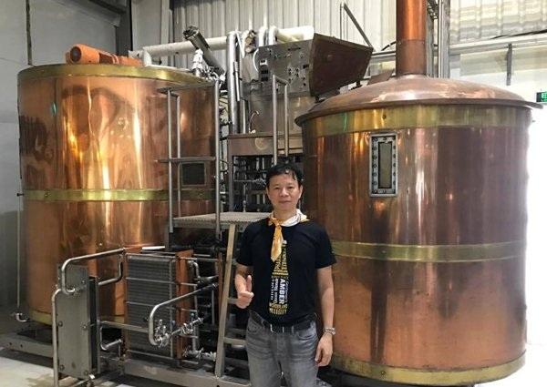 Bỏ lương trăm triệu về nấu bia
