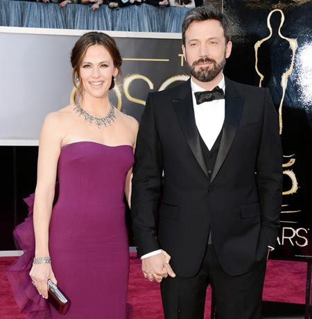 Cuộc hôn nhân 10 năm của Jennifer Garner và Ben Affleck đã kết thúc đầy tiếc nuối vào mùa hè năm 2015. Tuy vậy, hai ngôi sao vẫn cùng nhau nuôi dạy con cái và thậm chí còn sống chung với nhau một thời gian để tiện thu xếp vụ li dị theo cách hòa bình nhất.