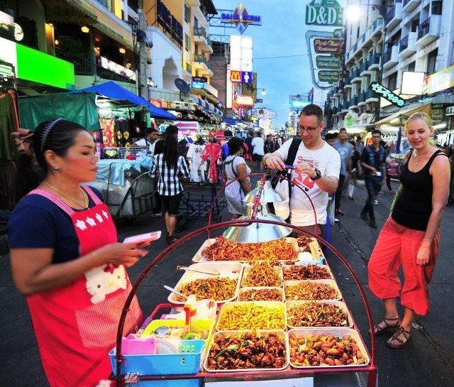 """""""Bí quyết"""" tránh ngộ độc thực phẩm khi đi du lịch nước ngoài - 1"""