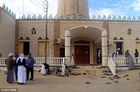 Ngôi đền bị tấn công có tên Al-Rawdah ở Bir al-Abed, gần El-Arish trên bán đảo Sinai. Ảnh: Reuters