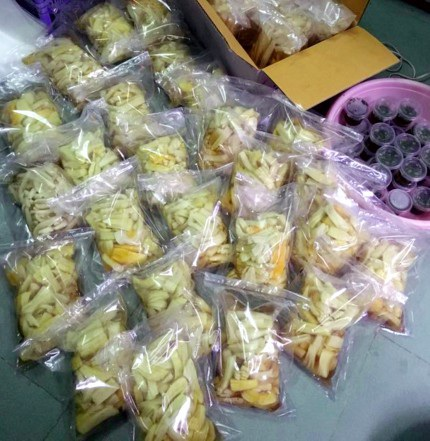Ngay cả món đu đủ ướp, củ cải muối Tây Bắc cũng được chuộng mua