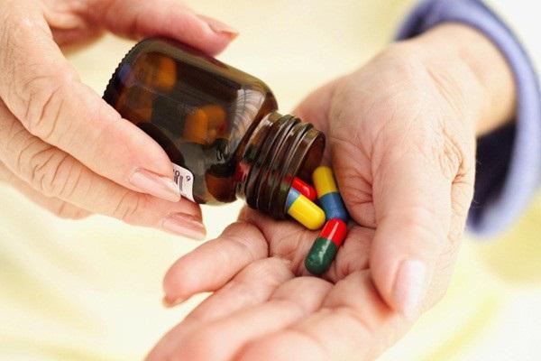 Uống thuốc không đều đặn, tự ý bỏ thuốc là sai lầm với bệnh huyết áp cao