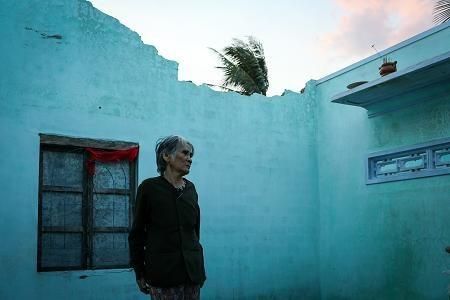 Cơn bão số 12 (Damrey) đã qua gần 2 tháng nhưng cuộc sống của người dân vùng tâm bão Vạn Ninh, Khánh Hòa vẫn còn rất nhiều khó khăn.