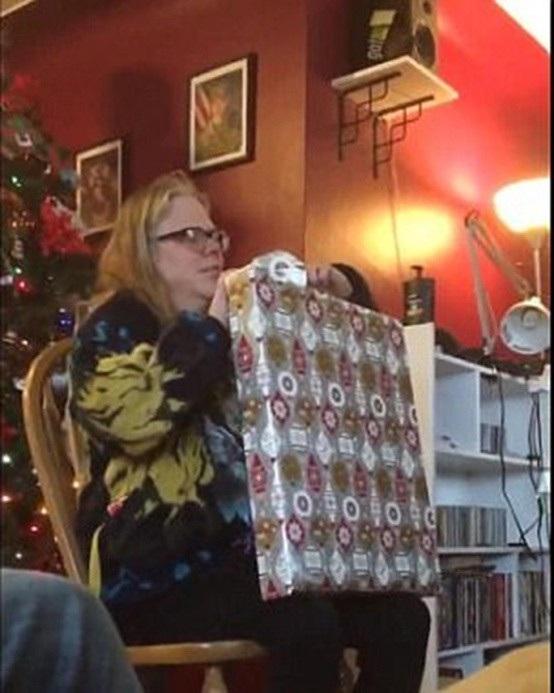 Bà Lorrie được chồng cũ tặng một món quà đặc biệt nhân dịp Giáng sinh