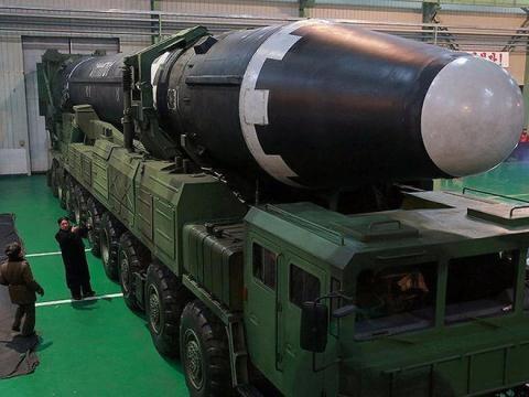Triều Tiên sẽ dùng dầu của Nga hay Trung Quốc để làm hạt nhân?