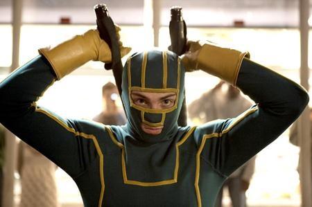 """Sau khi tỏa sáng với vai diễn người hùng trong hai phần phim """"Kick-ass"""", Aaron Taylor-Johnson tiếp tục cho thấy cái duyên của mình với dòng phim siêu anh hùng khi thể hiện vai Quicksilver trong """"Avengers 2""""."""