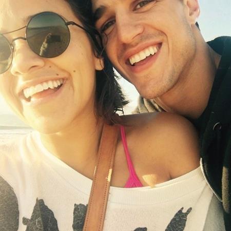 Nữ diễn viên Gina Rodriguez hạnh phúc khoe ảnh bên bạn trai