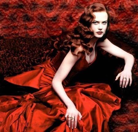 """Chiếc váy đỏ tuyệt đẹp của Nicole Kidman trong bộ phim """"Moulin Rouge!"""" đến giờ vẫn còn khiến các fan hâm mộ phải thổn thức khôn nguôi"""