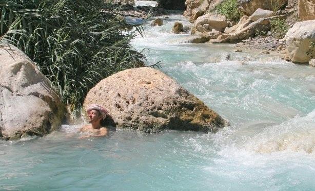 Ngâm mình trong những suối nước nóng nổi tiếng thế giới - 10