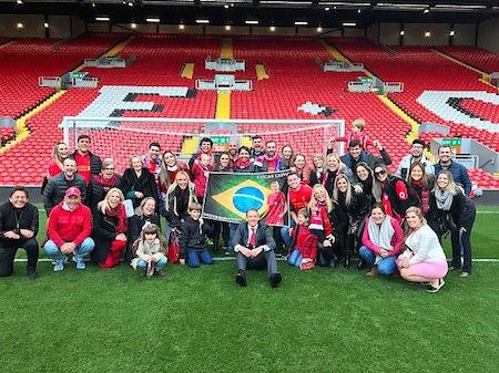 Lucas Leiva đã tổ chức lễ kỉ niệm ngay tại sân Anfield