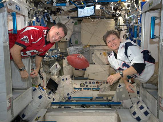 Những bức ảnh ngộ nghĩnh về cuộc sống của các phi hành gia trong không gian - 10
