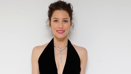 """Cũng giống như Megan Fox, Jessica Biel thường được đóng khung cho những dạng vai nữ nóng bỏng. Sau rất nhiều năm gắn bó với điện ảnh thì """"The Illusionist"""" (2006) gần như vẫn là bộ phim nổi bật nhất của Jessica Biel. Dù tham gia hàng loạt dự án lớn và là bà xã của Justin Timberlake nhưng tên tuổi của Jessica Biel vẫn mãi """"ba chìm bảy nổi""""."""