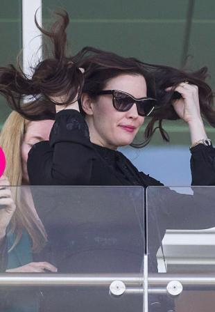 Liv Tyler lúc nào cũng sang chảnh, quý phái, ngay cả khi nữ diễn viên này đang đoạ đày mái tóc